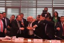 Anayasa Komisyonu'nda kavga! Arif Ekici'yi zor tuttular