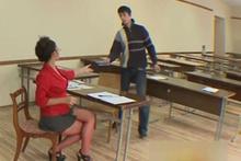Öğretmenden olay dekolte! Öğrenciler bakın ne yaptı