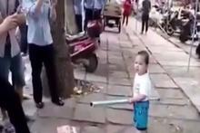 Küçük çocuk ailesini böyle korudu