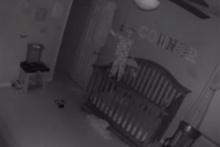 Gece uyanan bebek korkuttu