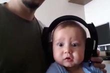 Hayatında ilk kez rock müzik dinleyen bebek