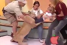 Aslan canlı yayında çocuğa saldırdı!