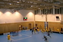 Maç sırasında spor salonun çatısı çöktü!