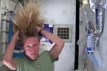 Uzayda ilginç saç yıkama deneyi
