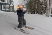 Profesyonel kayakçılara taş çıkartan ufaklık