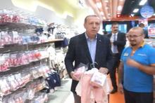 Cumhurbaşkanı Erdoğan AVM den torununa alışveriş yaptı