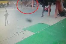 Vincin çarptığı üst geçidin otomobilin üzerine yıkılma anı kamerada