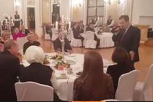 Sırp bakan Türkçe şarkı söyledi Erdoğan tempo tuttu