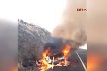 Takla atan araç alev alarak yanmaya başladı