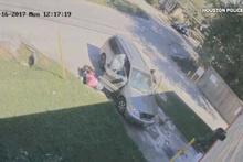 Katiller bebekli kadının arabasını gasp etti
