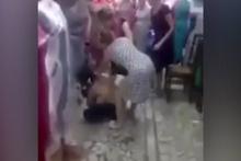 Mağaza çalışanları yakalanan hırsıza öyle bir ceza verdiler ki!