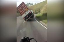 'Geliyorum' diyen kaza kamerada!