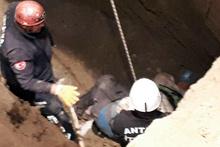 Antalya'da bahçe kazısında 2 kişi göçük altında kaldı