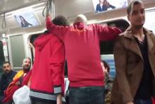Galatasaray taraftarı metroda yaşlı kadını aşağıladı