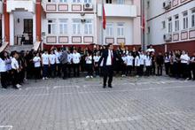 'Okul müdürü 10 Kasım'da şarkı eşliğinde oynadı' iddiası!