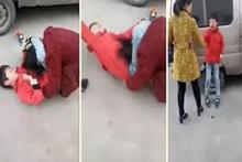 Okula gitmemek için annesine şiddet uygulayan çocuk