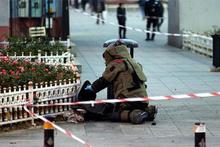 Hareketli anlar: Kadın bomba uzmanından müdahale!