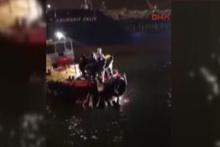 Bandırma'da otomobil denize uçtu