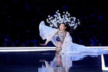 Victoria's Secret Moda Şovu'a, Ming Xi'nin düşüşü damga vurdu