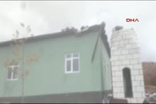 Yıldırım düşen cami minaresi yıkıldı