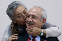 Emekli kadın öğretmen Kılıçdaroğlu'na sarılıp böyle öptü