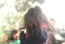 Ortaokul öğrencisi kızlar saç saça böyle kavga etti!