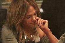 Jennifer Lopez burnunu karıştırdı ünlü şarkıcı destek verdi