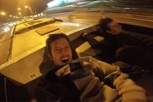 Metrobüsün üstünde seyahat eden iki genç gözaltına alındı!