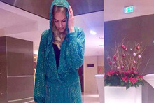 Meryem Uzerli, Viyana'da giydiği kıyafetiyle şaşırttı!