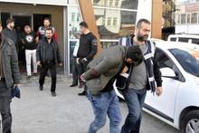 Özel Harekat polisini bar önünde öldüresiye dövdüler!