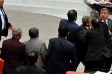 Meclis'te 'vatan haini' ve 'alçak' kavgası