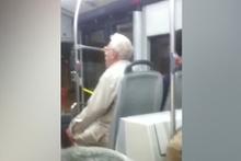 Efkarlı amca otobüste türkü söyledi