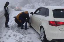Antalya'da kar esareti: Yollar bile kapandı!
