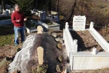 Yok böyle bir yasak! Muhtar cenazeleri gömdürmüyor!