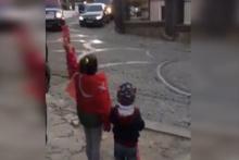 Cumhurbaşkanı Erdoğan'a konvoy durdurtan çocuklar