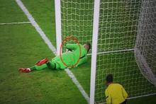 Avrupa Ligi'nde Ajax'ın çizgiyi geçen golünü hakem saymadı
