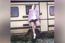 Aleyna Tilki okul kıyafetiyle kamera karşısına geçti