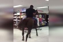 Süpermarkete atla girdi görenler şok oldu