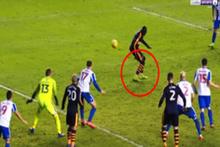 İngiltere'de atılan gol futbolcuları bile şaşırttı