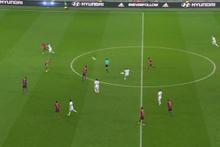 Memphis Depay orta sahadan inanılmaz bir gol attı