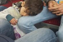 Mendilci çocuğun metrobüs görüntüsü yürekleri dağladı