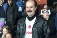 Beşiktaşlı taraftarlar Yunan taraftarların etrafında sirtaki yaptı
