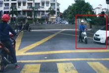 Otomobil, motosiklete böyle çarptı