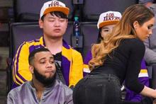 Los Angeles Lakers taraftarları maçı bırakıp onu izlediler