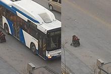 Ankara'da belediye otobüsüne binemeyen engelli kadının zor anları