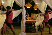 Sabriye'nin seksi dansı! Adem izlemekte zorlandı