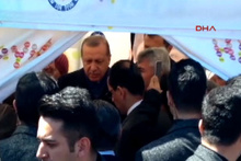 Cumhurbaşkanı Erdoğan, Sarıyer'de 'Hayır' standına uğradı