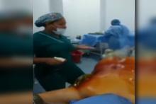 Ameliyat sırasında hastanın başında dans ettiler