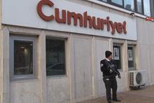 Cumhuriyet Gazetesi'nin önünde silah sesleri