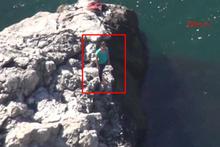 İntihar için çıktığı kayadan inemeyen kızı polis kurtardı